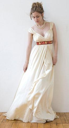 Как подчеркнуть фигуру с помощью платья - Платье в стиле ампир