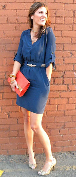 как носить с синим платьем серебристые или золотые аксессуары