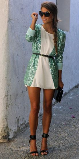 как сочетать светлое платье и зеленый блейзер