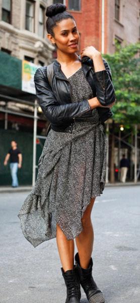 с чем носить серый сарафан