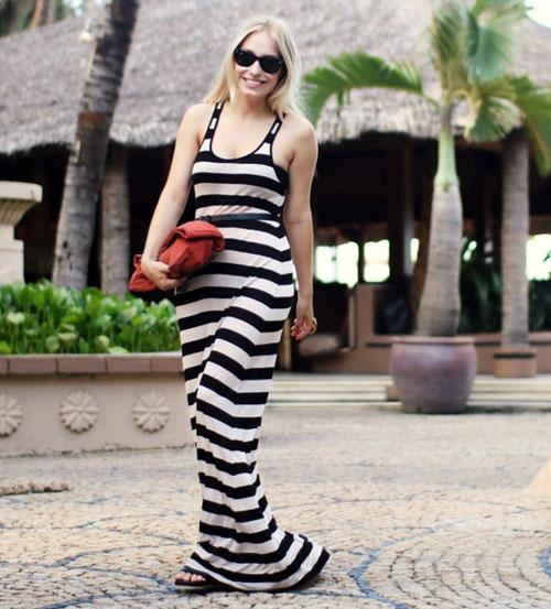 С чем носить длинное платье в полоску