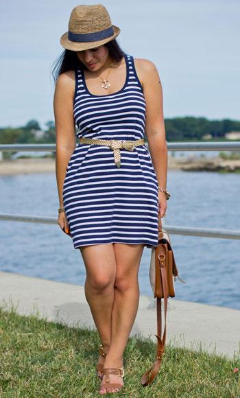С чем носить полосатое платье-майку