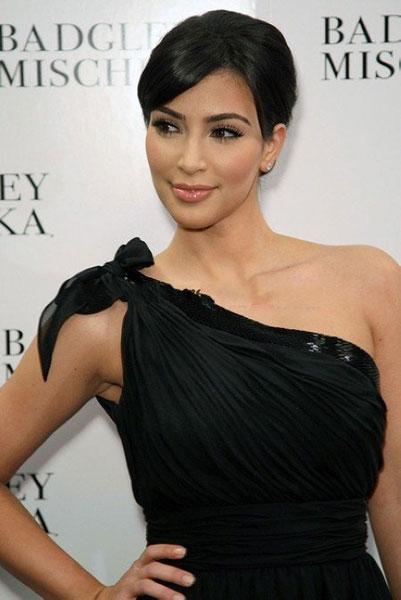 макияж под черное платье - звездный пример