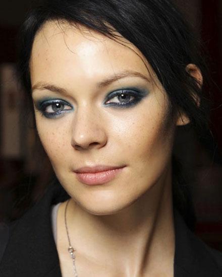 макияж смоки айс к черному платью