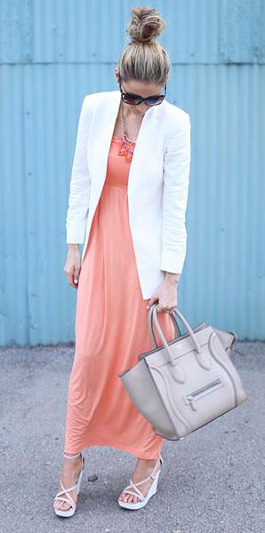 Персиковое платье + белый пиджак