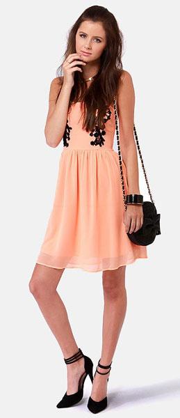 персиковое платье + черный