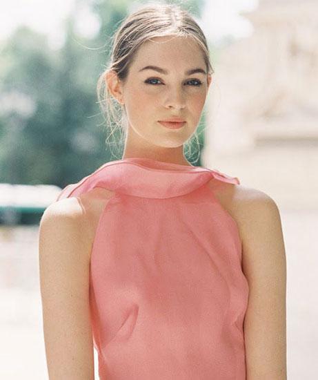 Особенности макияжа под розовое платье