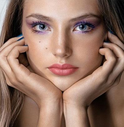 макияж в лиловых тонах к фиолетовому платью