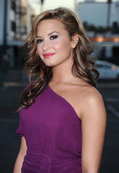 макияж к фиолетовому платью