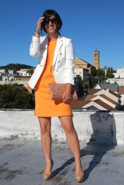оранжевое платье и белый цвет