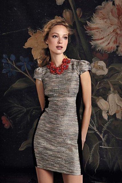 Бусы должны соответствовать стилистической концепции платья