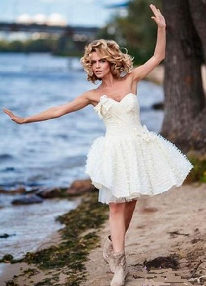 кружевное платье с сапогами