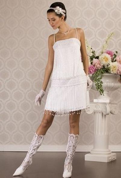 Ажурное платье с сапогами