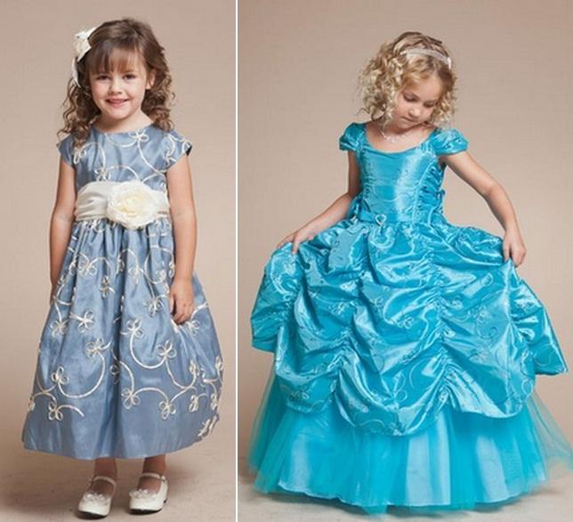 Красивое бело-синее платье