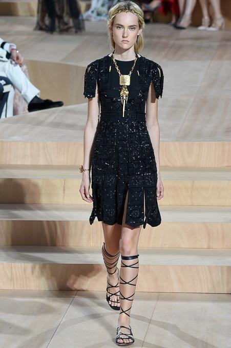 короткие черные платья 2016