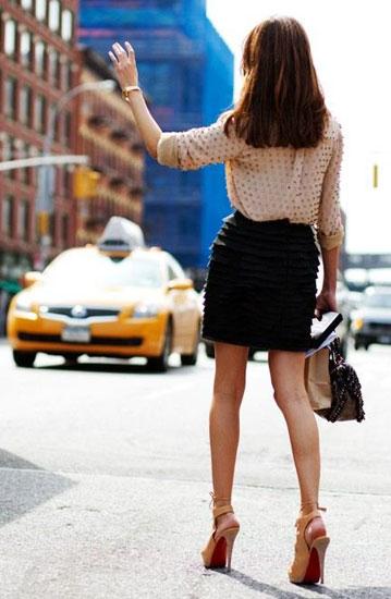 Платье с туфлями с открытой пяткой