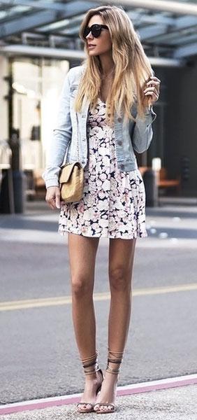 Джинсовая куртка + цветастое платье