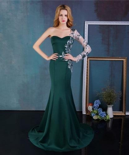 49615f6c9c11fc1 Лиф платья часто красиво обыгран: если короткие платья стеснены в этом  способе самовыражения, то для модели в пол доступны практически любые формы  декольте ...