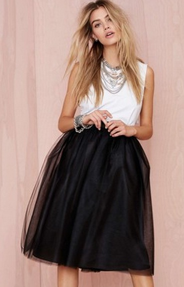 43b6d03dc41 Черная юбка-карандаш подойдет для повседневного ношения и впишется в деловой  гардероб. Это юбка требует пусть небольшой